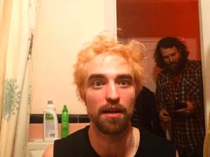 Robert Pattinson luce irreconocible