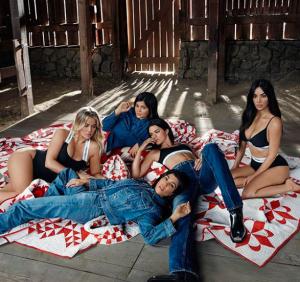 imagen oficial de Kylie Jenner embarazada