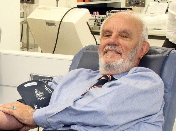 hombre salvó a millones de niños con su sangre