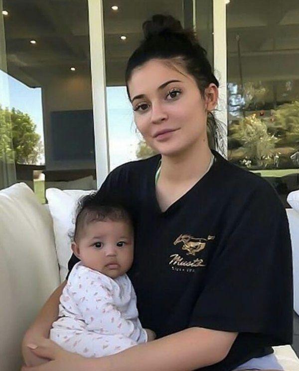 Kylie Jenner borró las fotos de su hija
