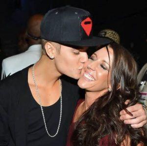 mamá de Justin Bieber no aprueba su compromiso