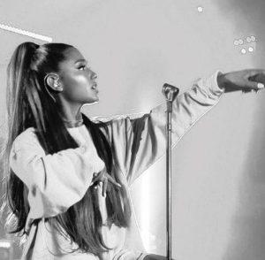 Ariana Grande fue acosada sexualmente