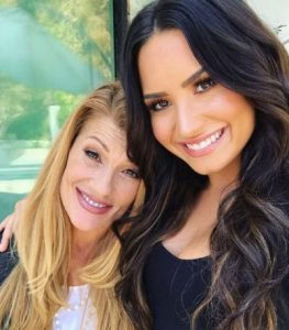 mamá de Demi Lovato habló sobre la sobredosis