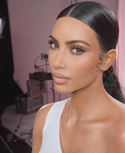 selfie de Kim Kardashian sin maquillaje