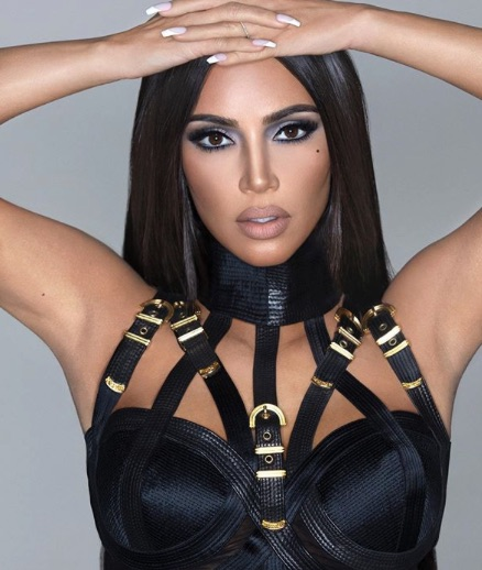 Kim Kardashian luce irreconocible